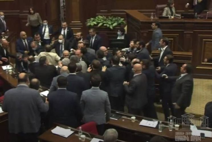 Brawl occured in Armenia's parliament - VIDEO