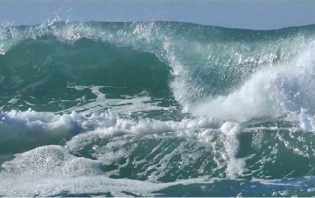 Waves in Caspian Sea reach 4.3 meters in height - ACTUAL WEATHER